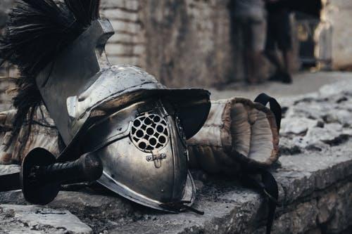 Qual o significado do capacete da salvação na armadura espiritual?