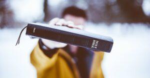 Quem pode Pregar o Evangelho? Será que Qualquer Pessoa pode Pregar na Igreja?