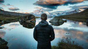 O que significa Servir a Deus? Descubra como Servir a Deus